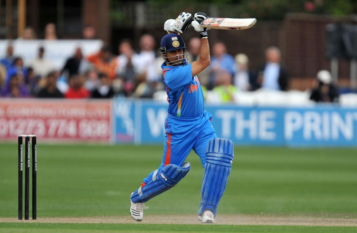 sachin-tendulkar-straight-drive-hd-wallpapers - caught at point